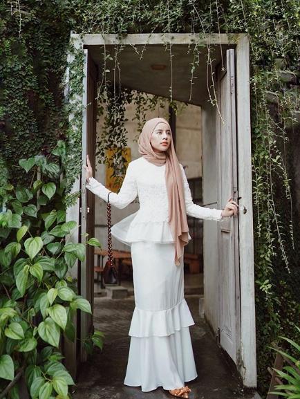 Contoh Pose Foto Model Hijab Alam