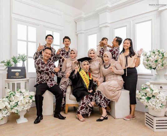 Foto Wisuda Di Studio Bersama Keluarga Terbaru
