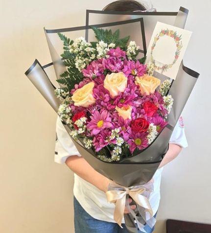 Buket bunga besar wisuda