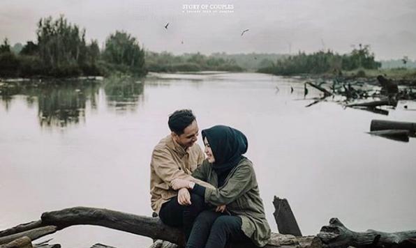 Prewedding Hijab Romantis Outdoor