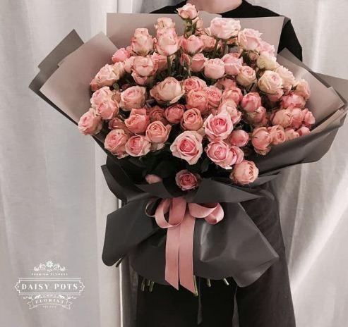 Buket bunga besar cantik unik juga elegan satu ini berwarna pink yang menawan