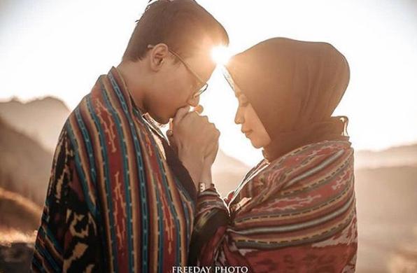 Inspirasi Foto Prewedding Hijab Romantis