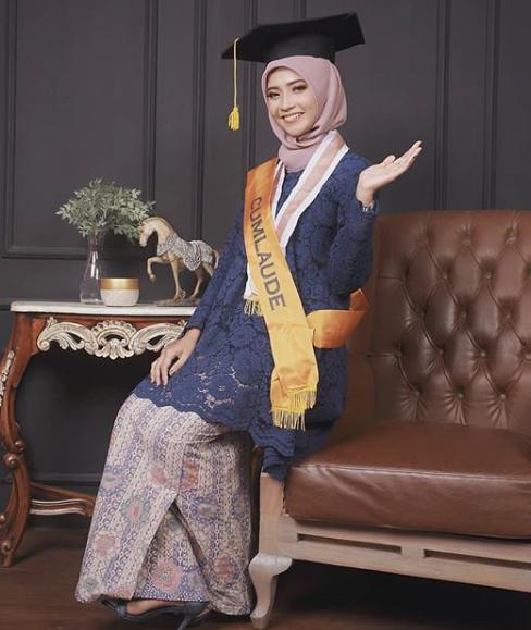 Warna birudongker menjadi salah satu hijab moderen kece