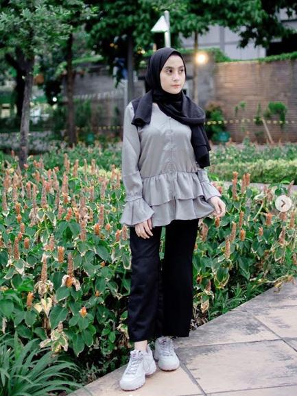 Pose Foto Model Hijab Sendiri