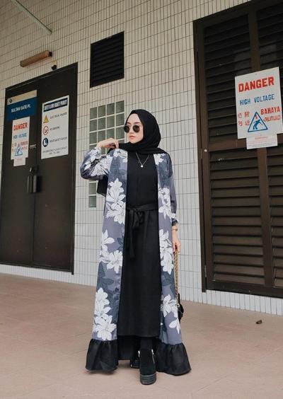 Pose Model Hijab Kekinian