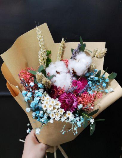 Buket bunga wisuda dengan tema vintage yang khas dengan keunikannya.