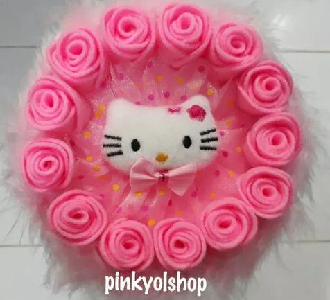 Buket boneka hello kitty berwarna pink