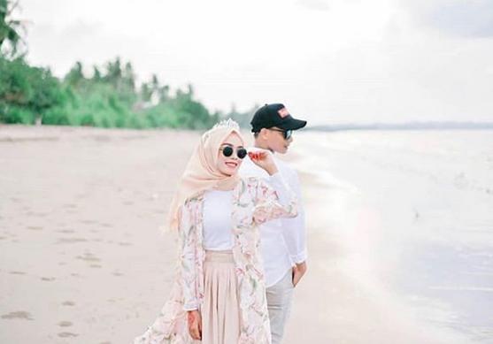Prewedding Hijab Romantis Di Pantai
