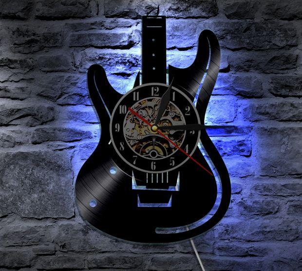 Jam Dinding Antik 3D Dengan Desain Gitar Serta Nyala Lampu