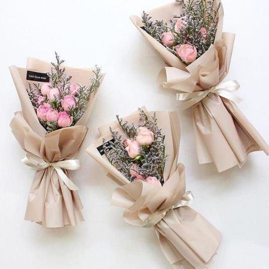 Buket bunga wisuda untuk pacar elegan