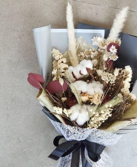 Buket bunga wisuda untuk pacar sangat mewah