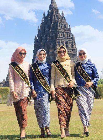 Foto wisuda berjalan candid ala ala model internasional