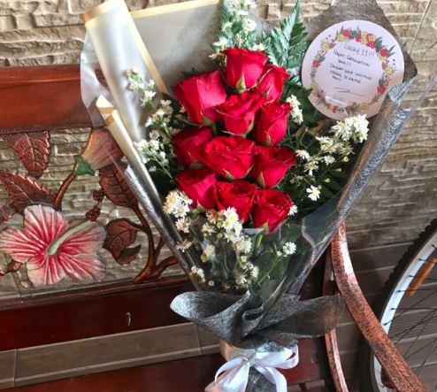 Buket bunga mawar merah unik selanjutnya sangat menawan