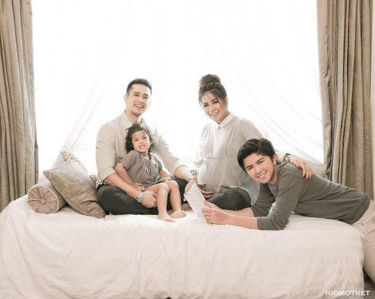 Gaya Foto Keluarga Harmonis Muslim