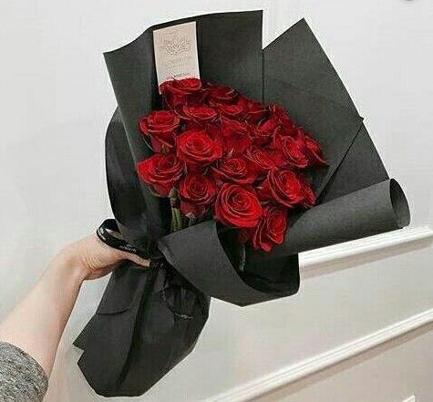 Buket bunga mawar merah yang sangat elegan nan indah