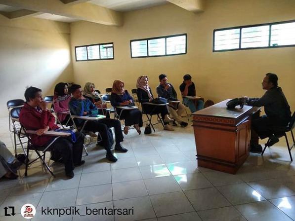 Pembekalan Program KKn-PDik oleh dosen pembimbing kepada mahasiswa kelompok Bentarsari