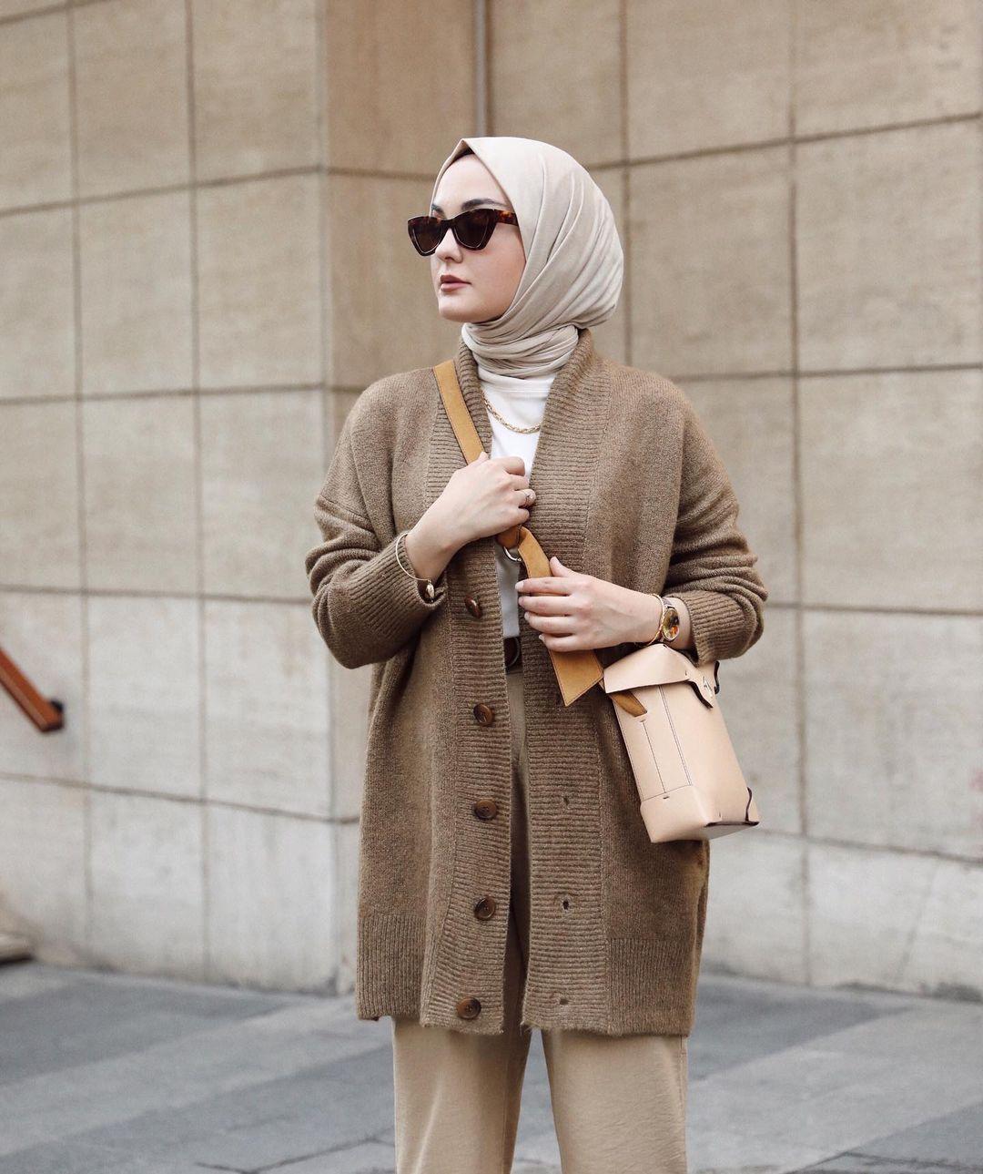 Cara Pose Model Hijab