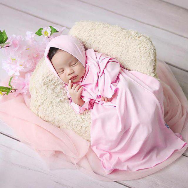 Foto Bayi Lucu Perempuan Berjilbab