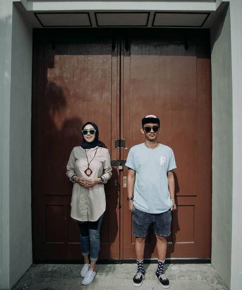 Foto Couple Baju Unik