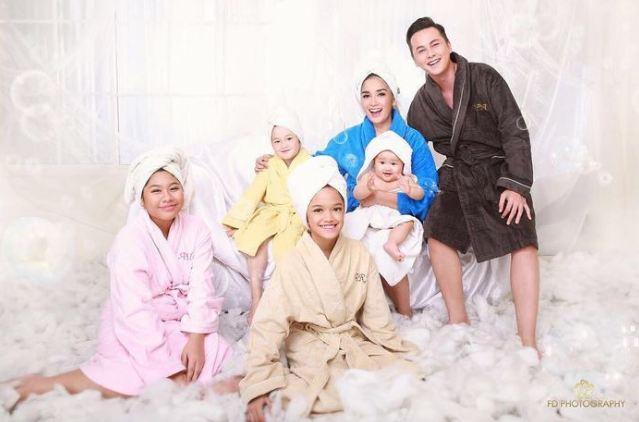 Foto Keluarga Kreatif