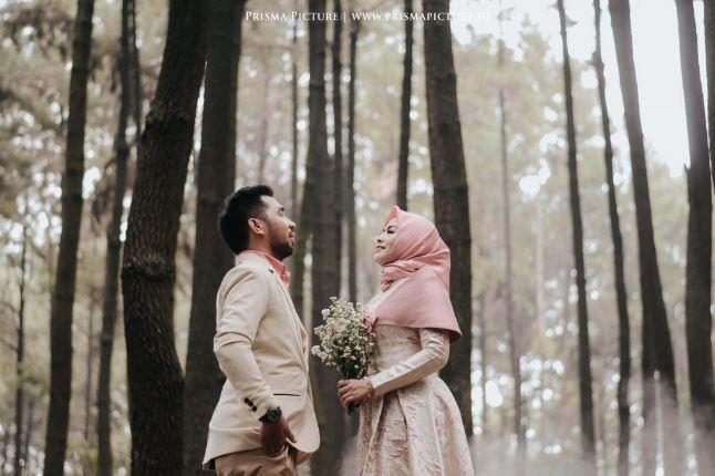 Foto Prewedding Romantis Hijab