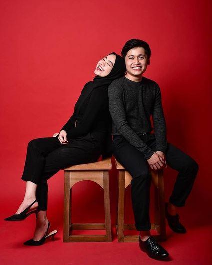 Foto Studio Baju Hitam