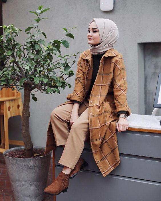 Gaya Pose Model Hijab