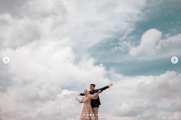 Inspirasi Prewedding Outdoor Simple And Keren