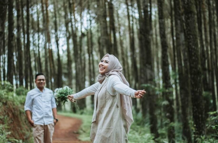 Konsep Prewedding Outdoor Casual Hijab