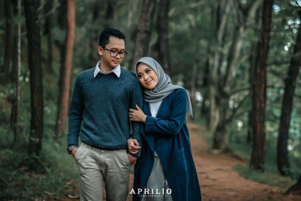 Konsep Prewedding Outdoor Hutan Pinus