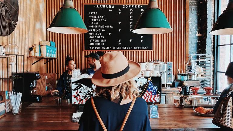 Membuka kedai makanan atau coffee shoptempat nongkrong anak muda milenial