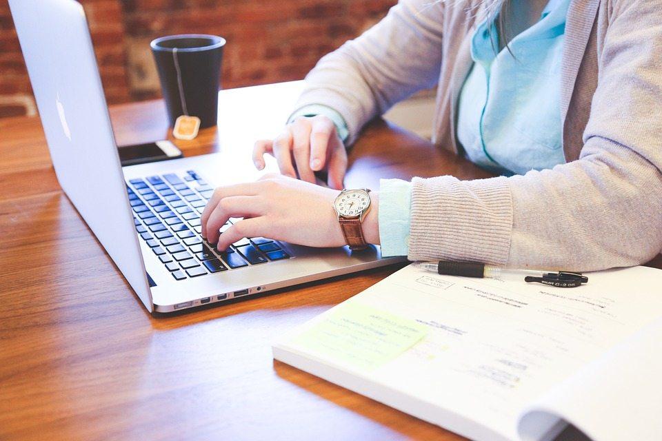 Menjadicontent writer freelance sebagai contoh usaha kreatif dan inovatif