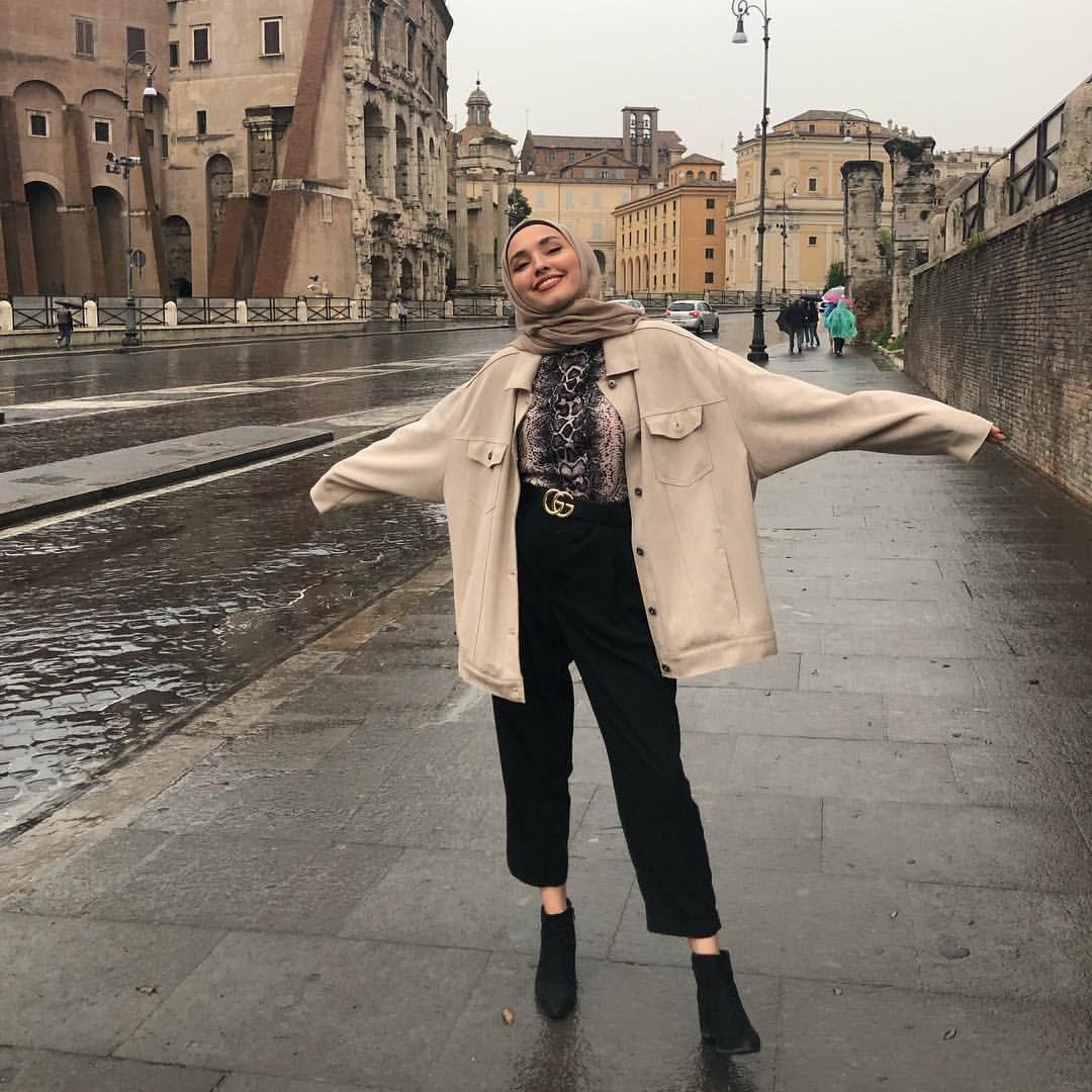 Pose Model Hijab Casual