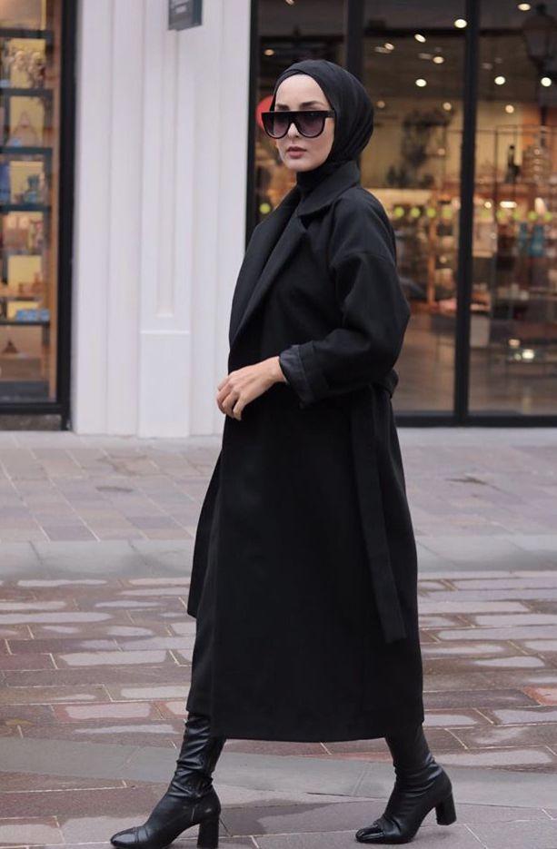 Pose Model Hunting Hijab