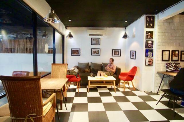 Coffee Shop Kuningan Jawa Barat - Ruang Tunggu Coffee Shop