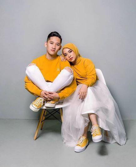 Warna Baju Yang Bagus Untuk Foto Studio