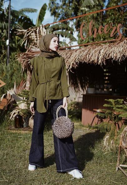 Warna outfit ngeblend dengan alam