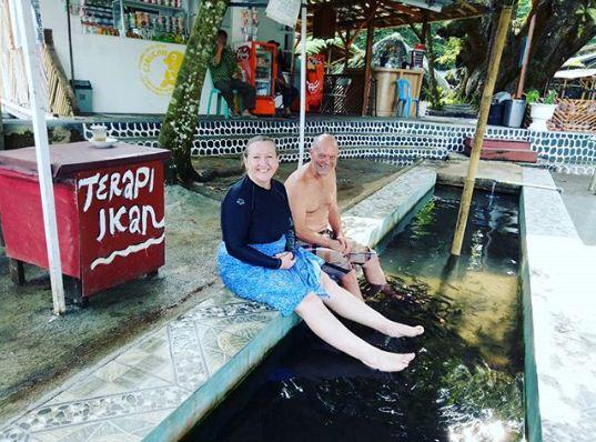 Wisatawan Bule Terapi Ikan Cibulan