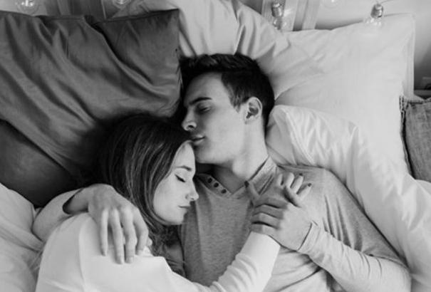 Romantis Inilah Posisi Tidur Untuk Pasangan Halal