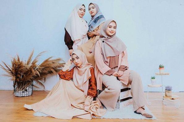 Anak milenial hits wajib foto studio - Sumber Vanillablue Studio